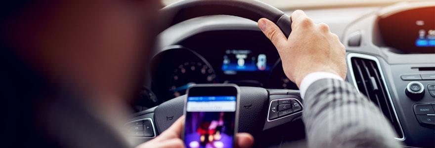 Assurance auto : quelles sanctions contre le portable au volant